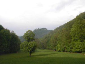 Der weite Ausblick ins Maisenbachtal nahe der Wasserfälle Bad Urach
