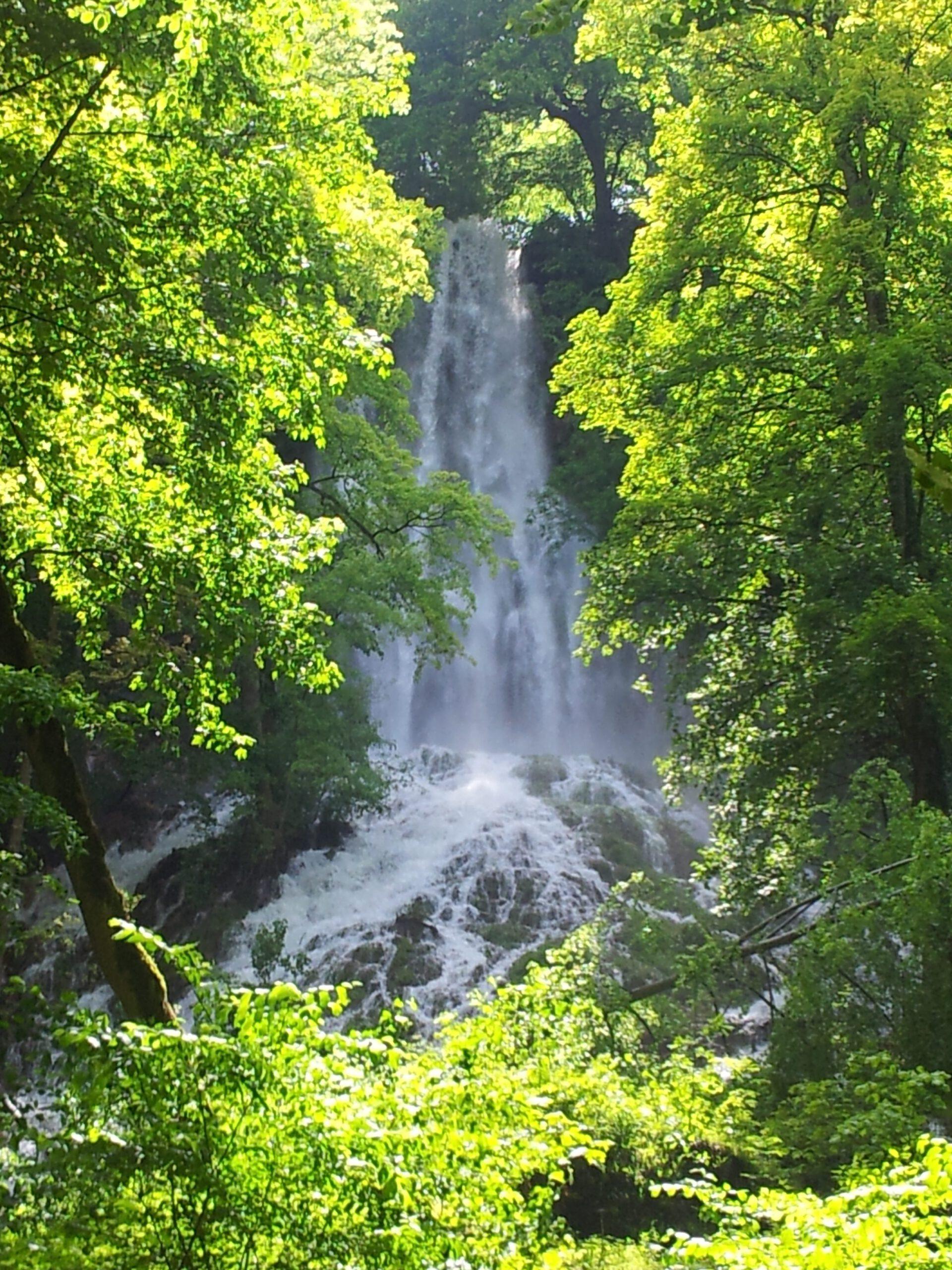 Fast 40 Meter bergab geht es für die über die Region hinaus bekannten Wasserfälle von Bad Urach!
