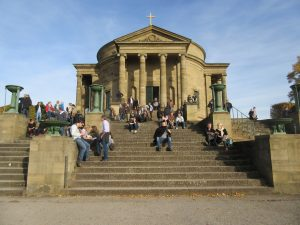 Von der Grabkapelle Württemberg aus lässt es sich nahe Stuttgart hervorragend wandern!