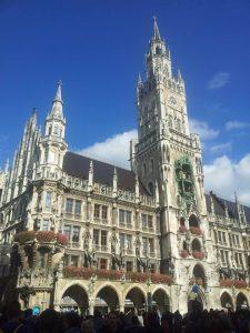 Von München aus lassen sich tolle Touren durch Bayern wandern
