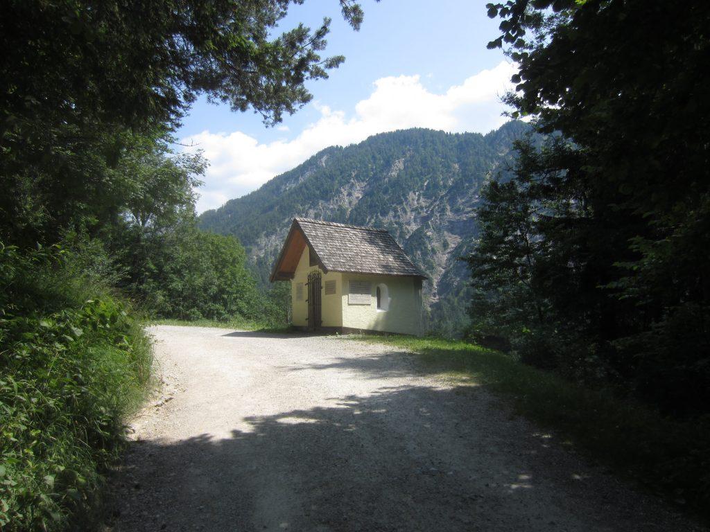 Nach ca. 5km wandern passieren wir die Antoniuskapelle im Kaiserbachtal