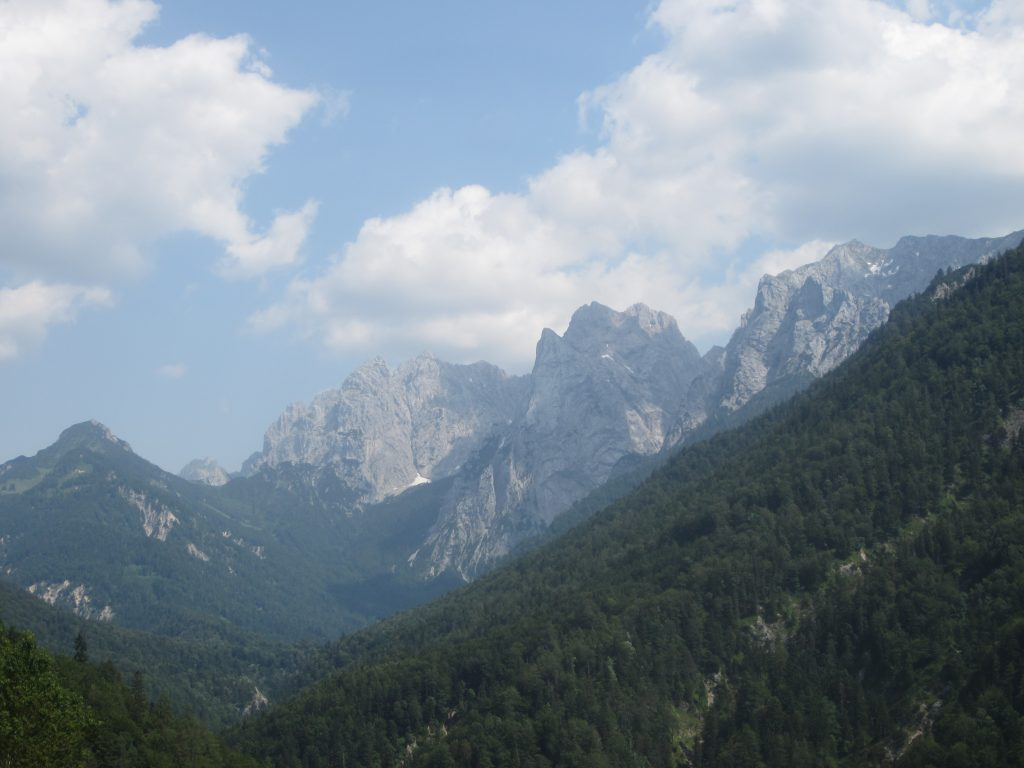 Bei gutem Wetter haben wir im Kaiserbachtal bei einer Wanderung phänomenale Aussichten auf den Wilden Kaiser!
