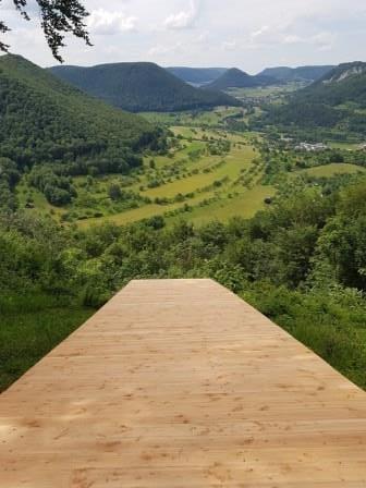 Zum Abschuss freigegeben? Geht ihr den Wald- und Wasserweg wandern, erwartet euch tatsächlich diese wunderschöne Rampe!
