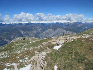 Beim Wandern auf dem Monte Baldo bieten sich tolle Aussichten auf den Gardasee und das Gardaseegebirge.