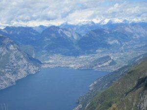 Aussicht beim Wandern auf dem Monte Baldo auf Reiff und Limone; also dem nördlichen Teil vom Gardasee