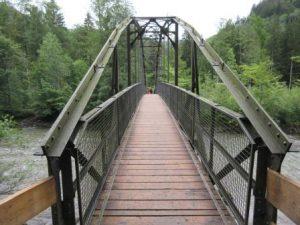 Verkürzt die Wanderung von Oberstdorf gen Breitachklamm ein wenig: die neu gebaute Brücke!