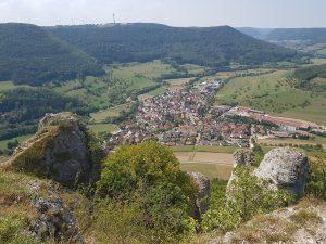 Tolle Aussichten bei der Wanderung der Felsenrunde auf die Orte Kuchen, Bad Überkingen und Geislingen!