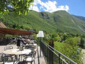Blick auf die Berge oder runter auf den Gardasee: die Locanda Monte Baldo bietet beides!