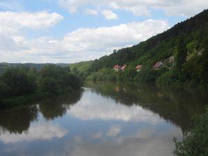 Wir wandern ca. 10km von der Burg Karlstejn an der Berounka entlang