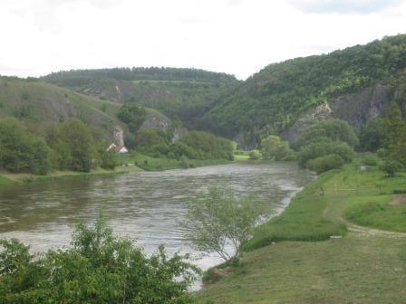 An der Berounka wandern und tschechische Spezialitäten geniessen!