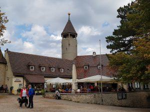So sieht sie aus: die Burg Teck! Das angeschlossene preiswerte Restaurant lädt beim Wandern zu einer kleinen Pause ein!