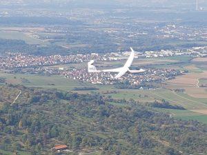 Zum Greifen nah kommen uns auf dem Breitenstein mehrere Segelflieger!