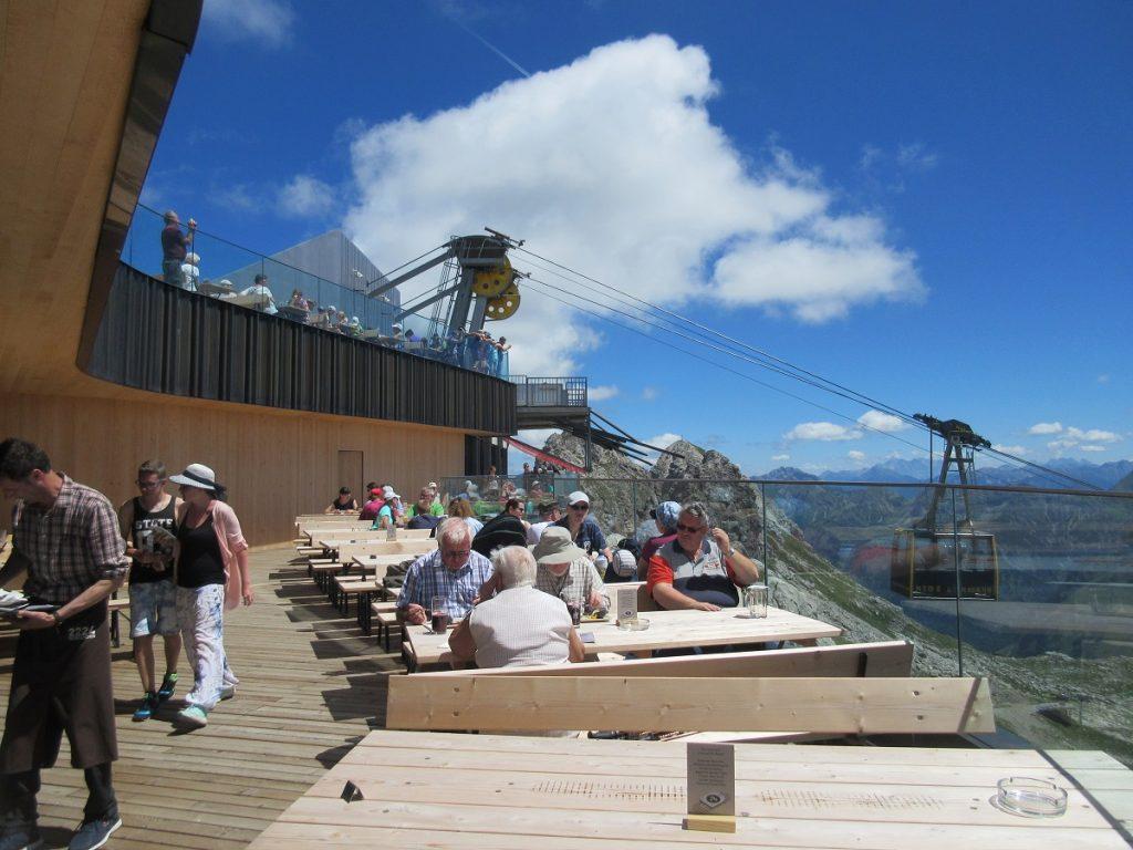 Top modern: das neue Restaurant an der Gipfelstation Nebelhorn!