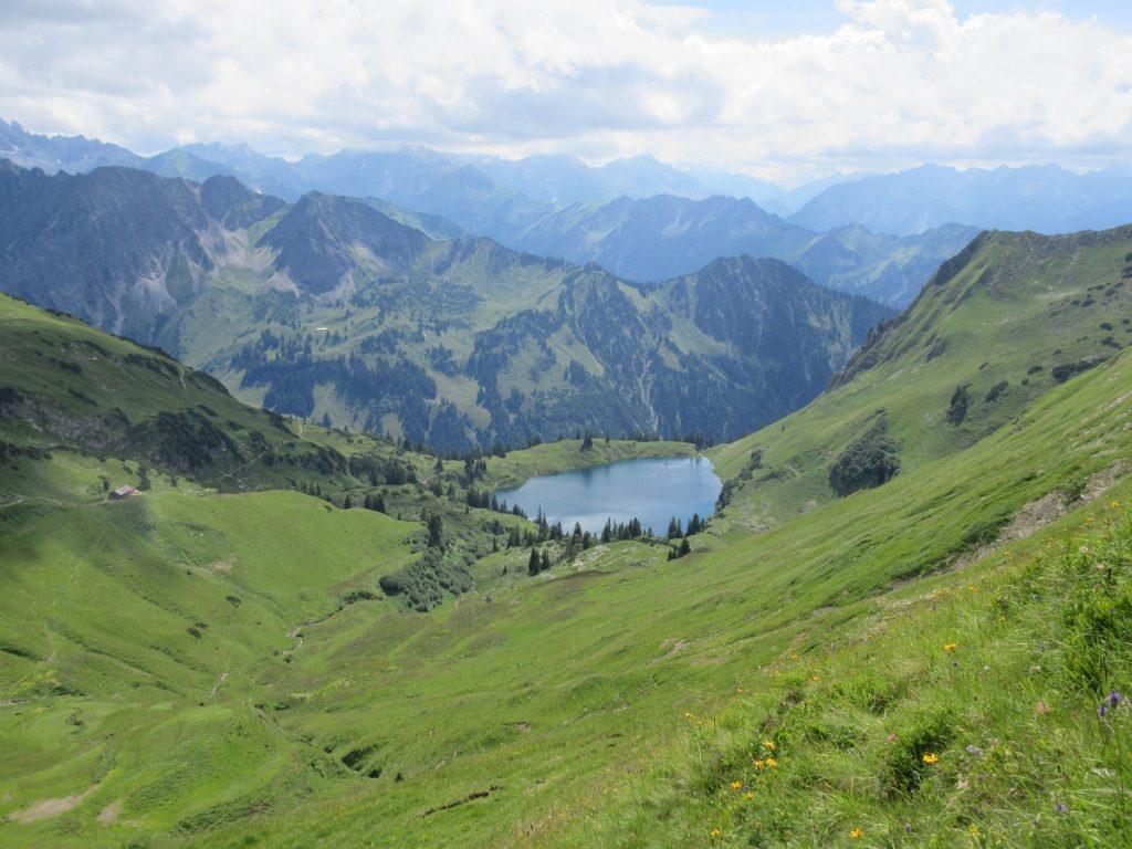 Ihr wollt lieber in die Höhe und mögt Bergseen? Dann seid ihr auf dem Nebelhorn auf 2.224m Höhe genau richtig!