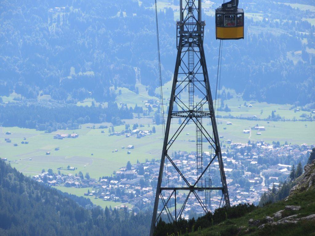 Tolles Panorama inklusive: mit der Bergbahn auf die Spitze hinauf, oder auf das Nebelhorn wandern!