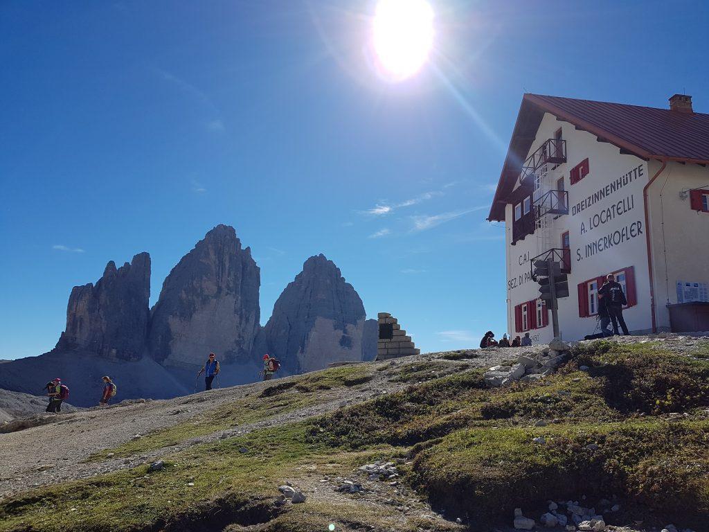 Phantastisches Bergpanorama begeistert uns, als wir um die Drei Zinnen wandern!