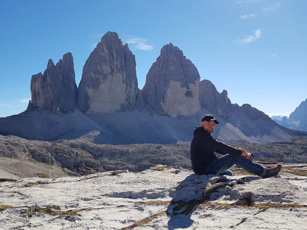 Das bin ich vor dem UNESCO Weltkulturerbe, den Drei Zinnen in den Dolomiten!