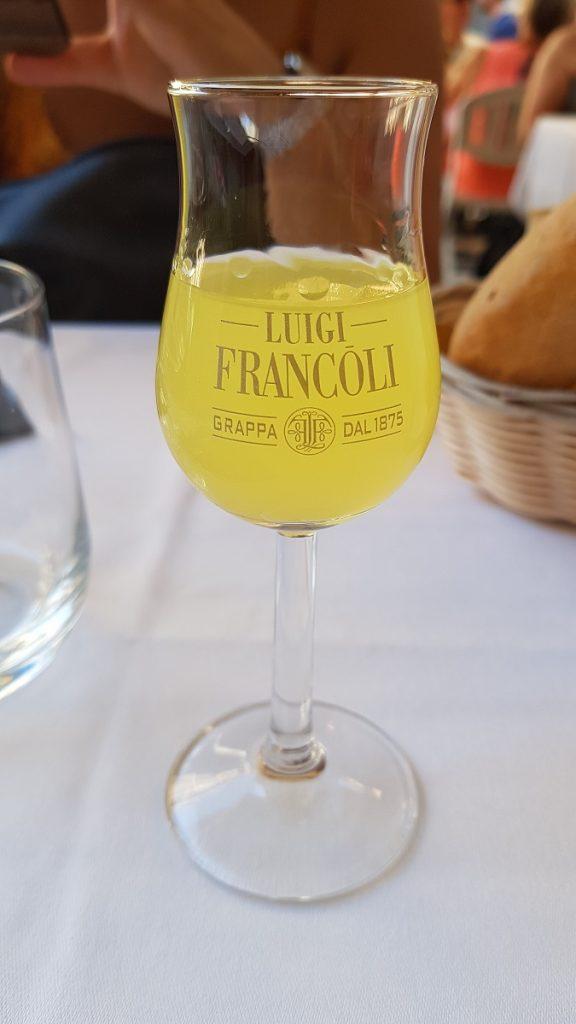 Durch die Cinque Terre wandern und Durst bekommen? Gönnt euch doch auch einen tollen Limoncello!