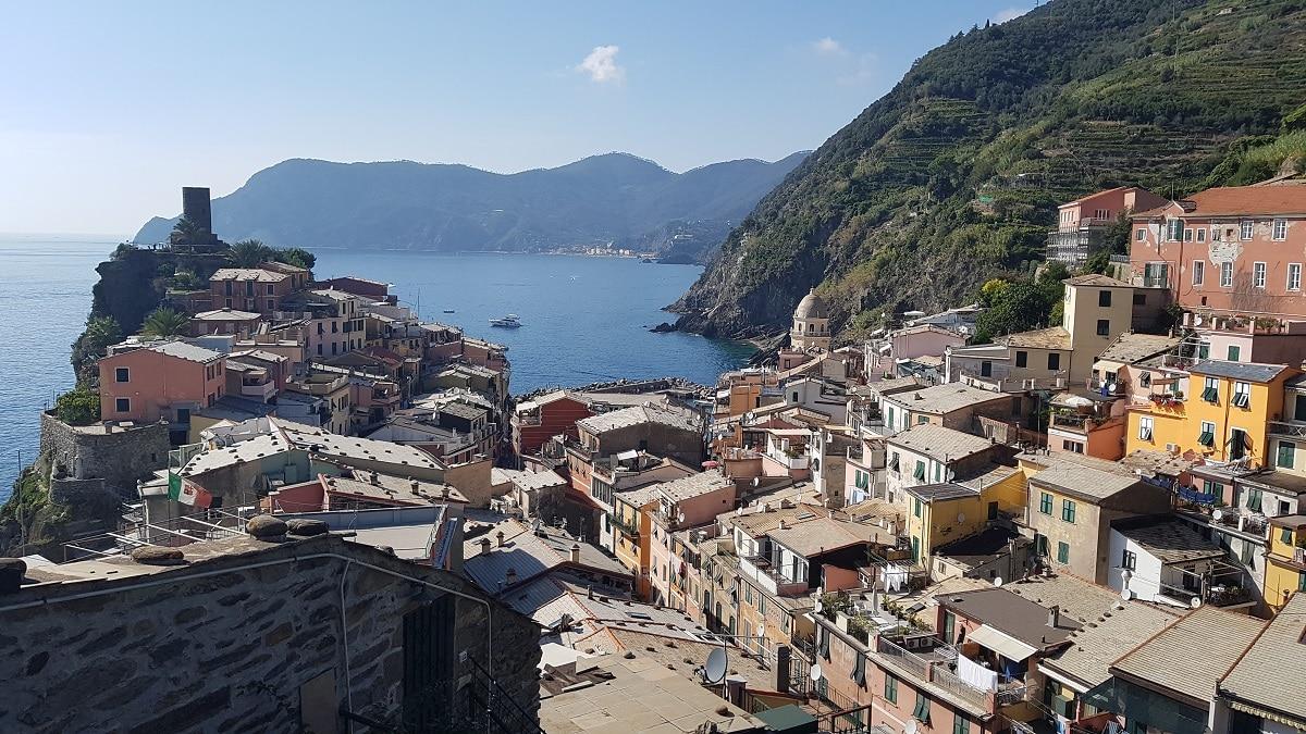 Durch die Cinque Terre wandern und Pause in Vernazza machen