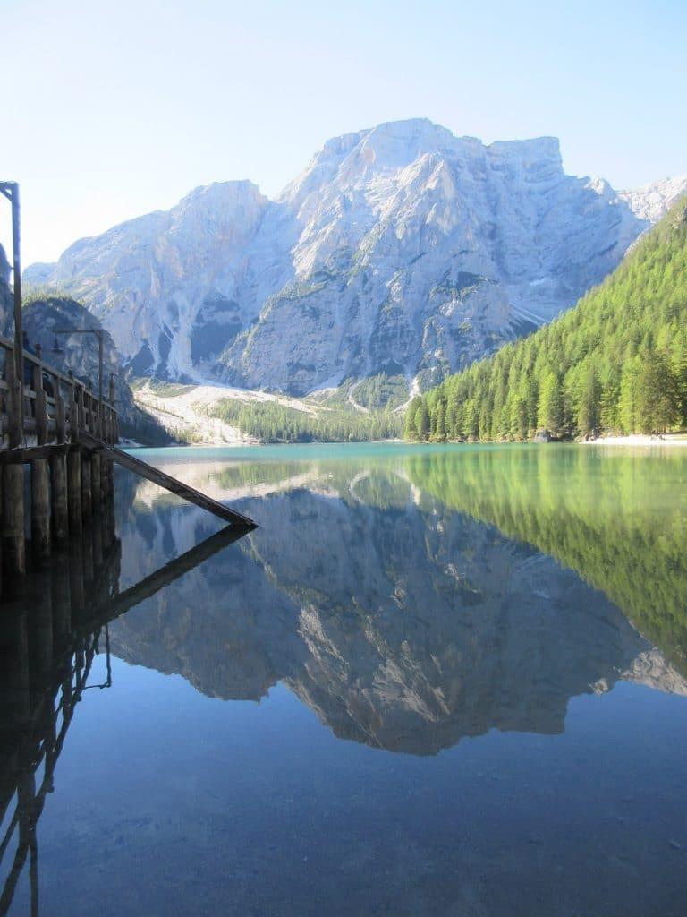 Ruhe und Erholung bietet das Wandern an diesem wunderschönen Bergsee in Südtirol