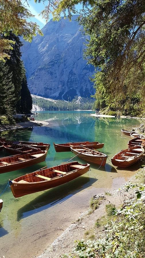 Phantastische Aussichten beim Wandern um den Lago di Braies! Ein Instagram Hotspot!