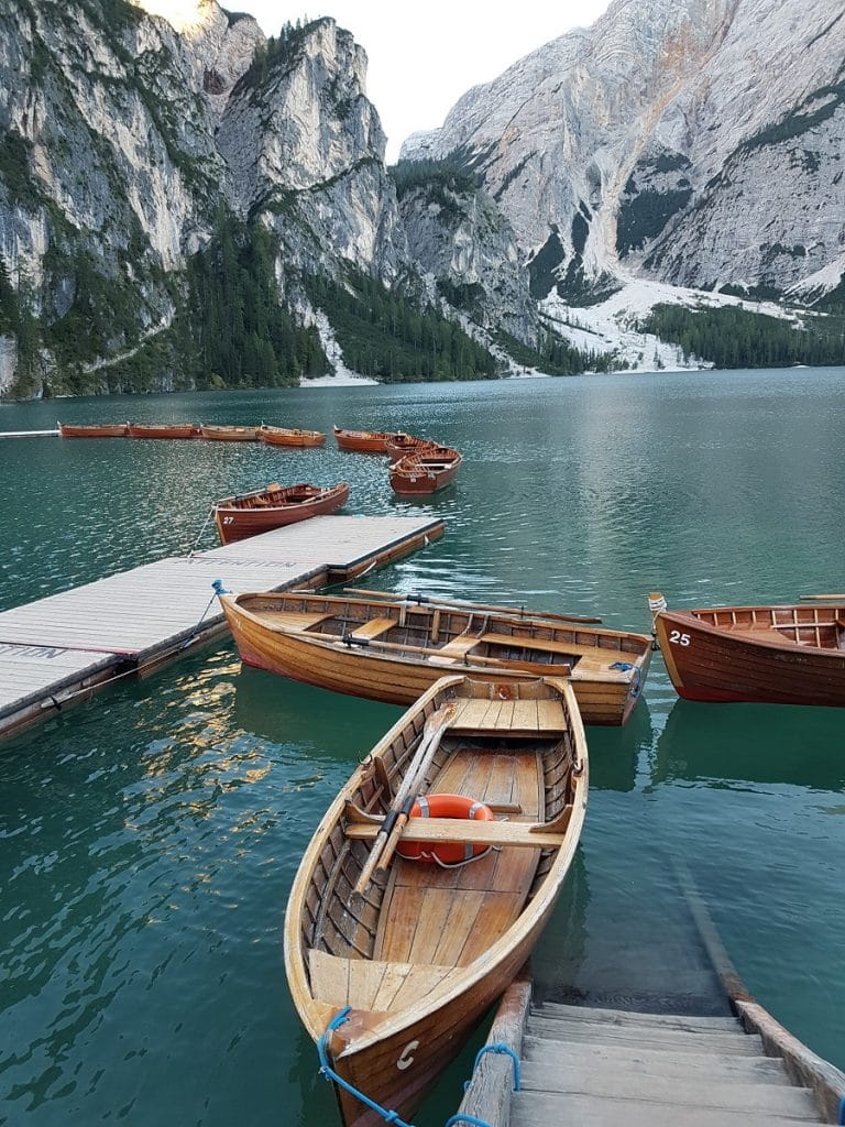 Eines der populärsten Instagram-Motive: die Boote auf dem Pragser Wildsee