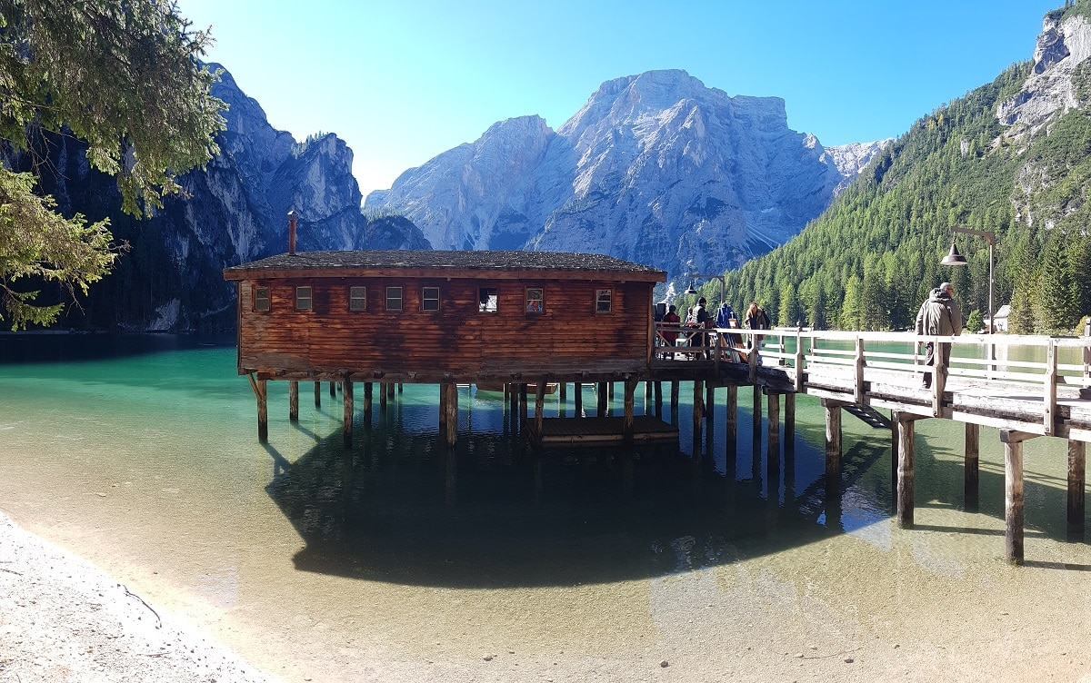 Ablenkung von einer Wanderung um den Pragser Wildsee bietet das Bootshaus mit Bootsverleih