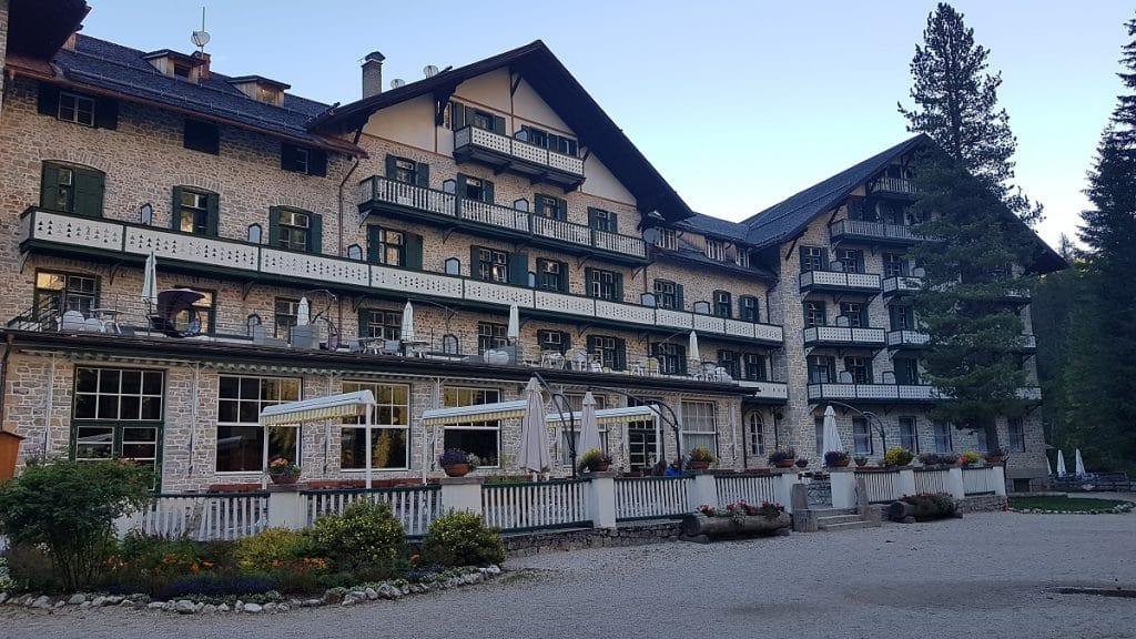Wer heute um den Lago die Braies wandern möchte, der kann direkt im Hotel seine Unterkunft buchen