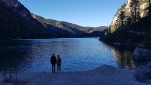 Ein verträumtes Paar vor dem Lago di Braies!