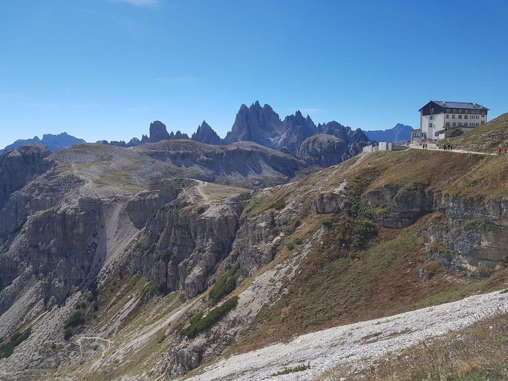 Ein Blick zurück auf den Startpunkt unserer Wanderung auf die Auronzo Hütte!