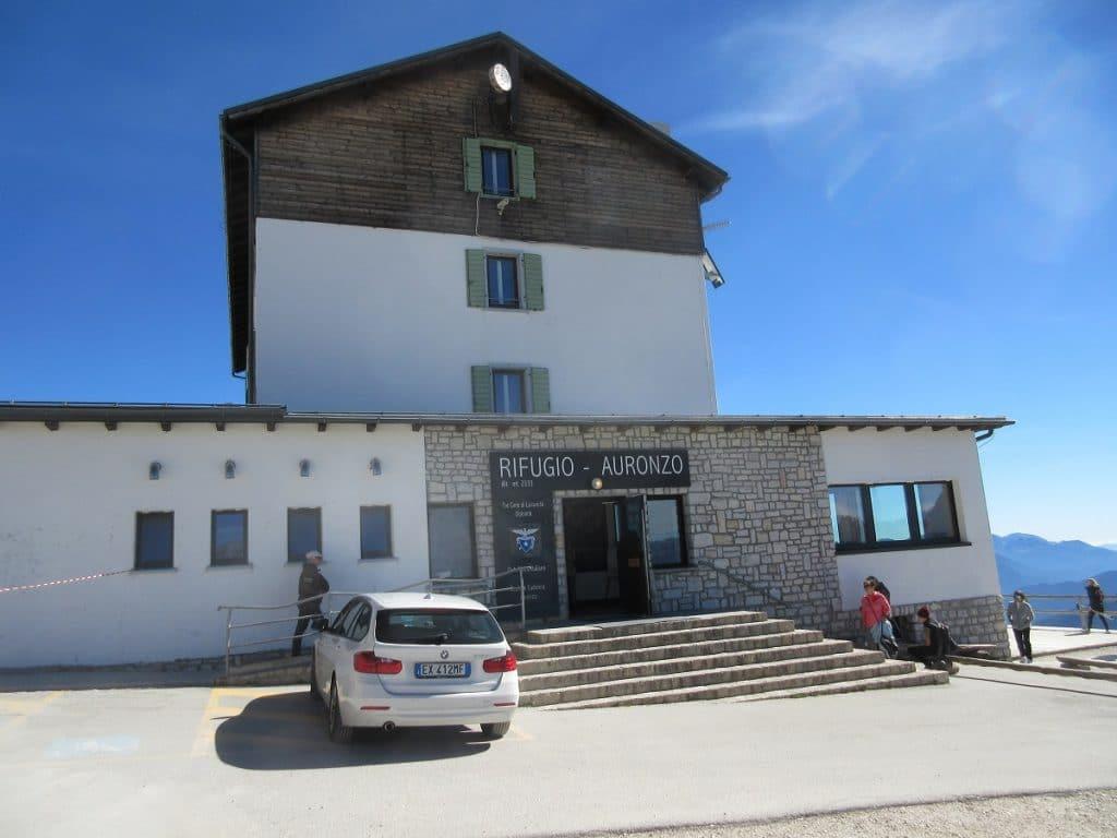 Ausgangspunkt für die Drei Zinnen Rundwanderung ist die Auronzo Hütte!