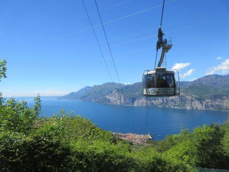 Mit der Gondel könnt ihr bis zum Monte Baldo hinauffahren, um dort als in Malcesine wandern zu gehen!