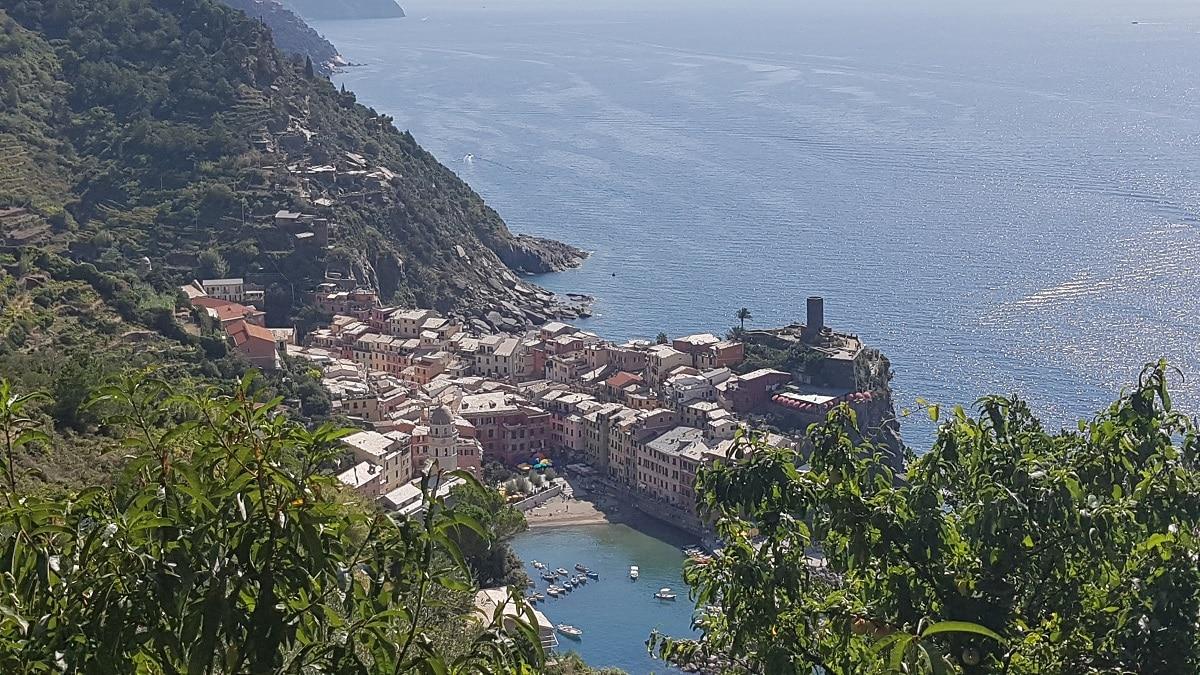 Die Wanderung in der Cinque Terre an der Küste Liguriens bietet tolle Aussichten auf Küste und Meer!