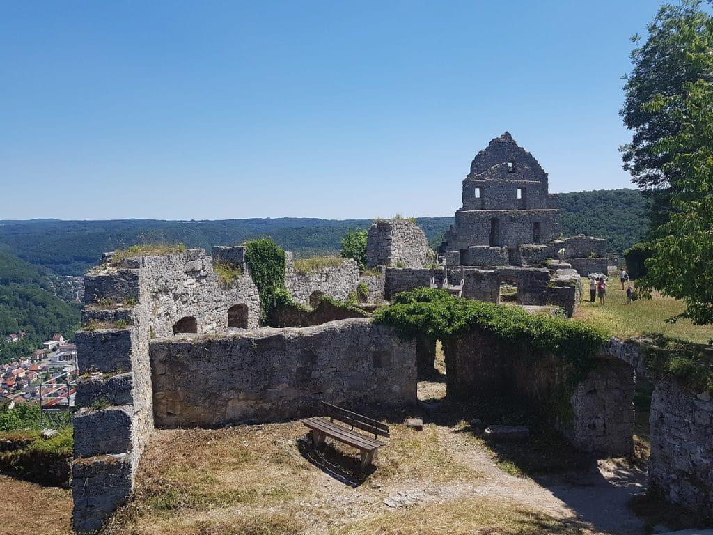 Wer um Bad Urach wandern geht, sollte auf keinen Fall den Aufstieg zur Burgruine Hohenurach außen vor lassen!