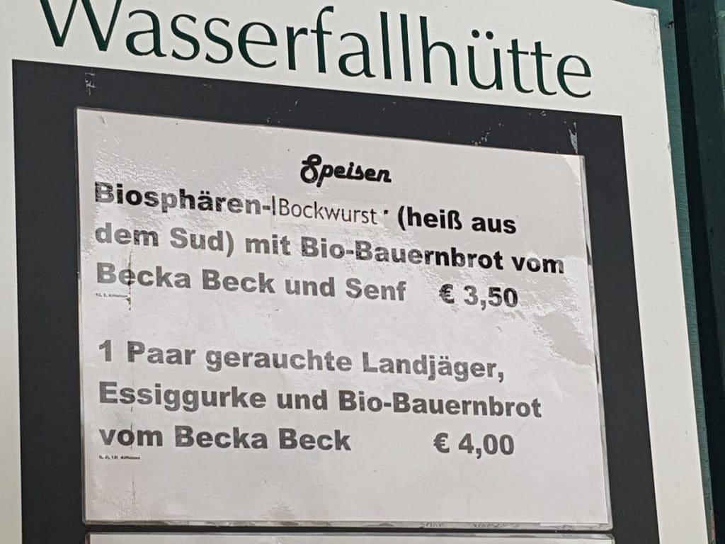 """Oben am Wasserfall: die Wasserfallhütte Bad Urach hat viele """"b""""`s im Angebot!"""