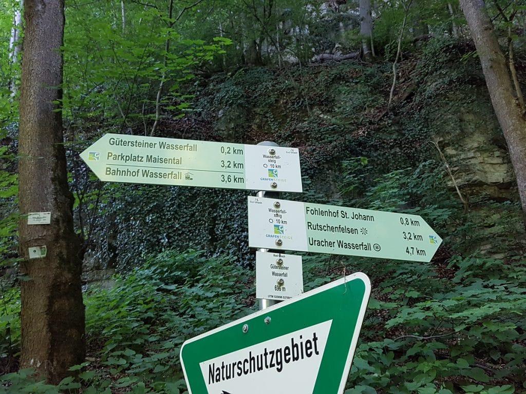 Zahlreiche Wegweiser vereinfachen in Bad Urach wandern auf allen Strecken