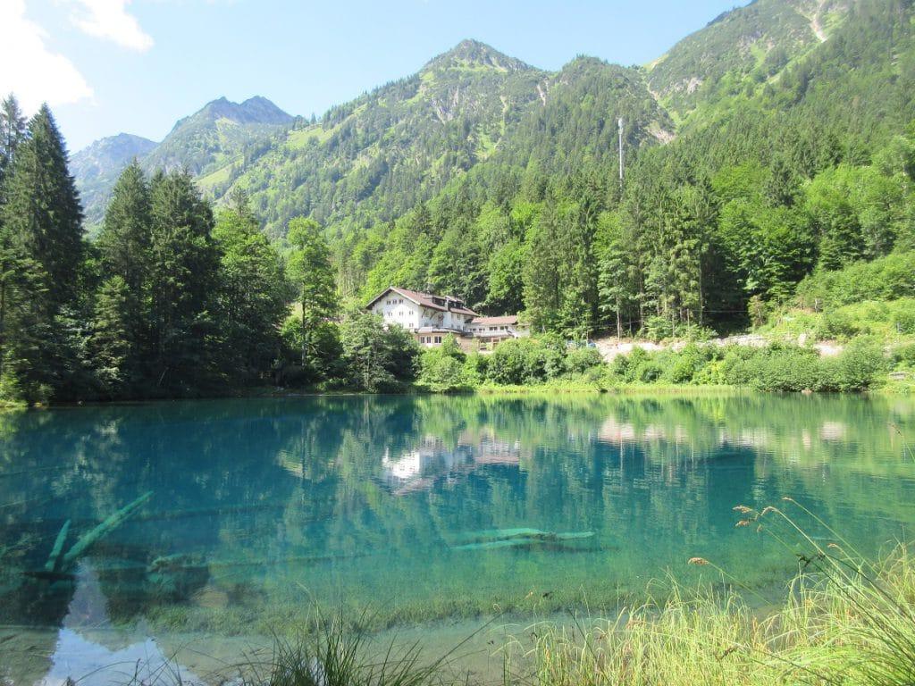 Der Christlessee bei Oberstdorf ist ein toller Abstecher, geht ihr nach Spielmannsau wandern!