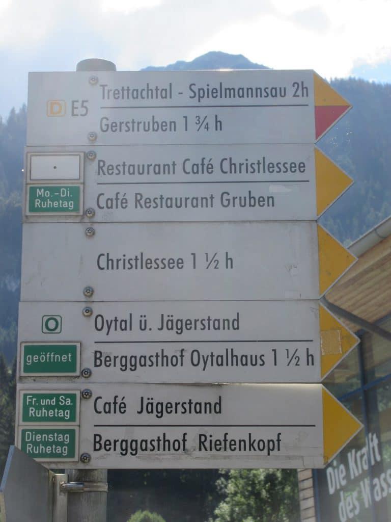 Zahlreiche sehr gut ausgeschilderte Restaurants und Unterkünfte laden in Oberstdorf zu Ausflügen ein!