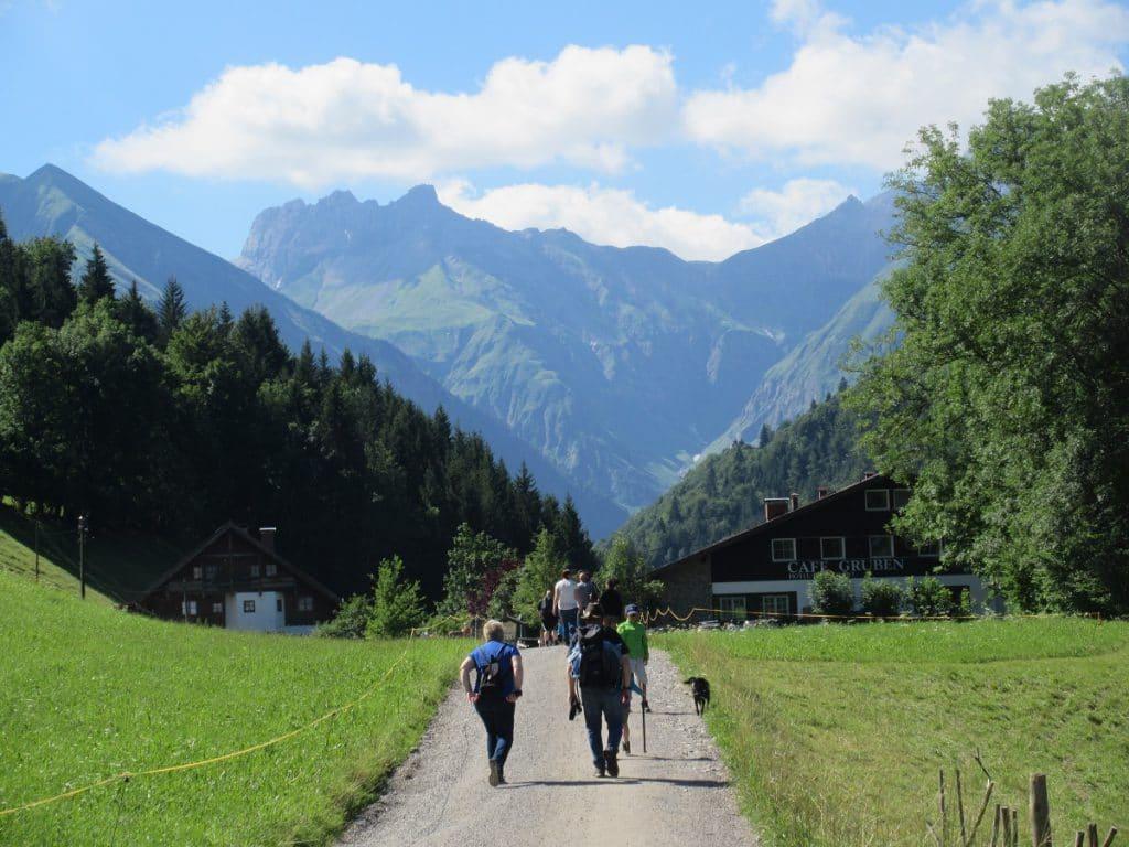 Los geht´s: von Oberstdorf nach Spielmannsau wandern!
