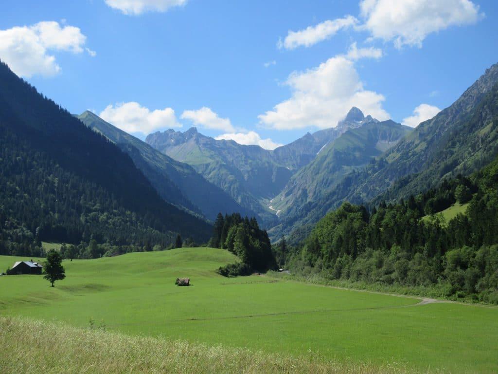 Die Alpen werden immer größer, je weiter ihr nach Spielmannsau wandern geht!