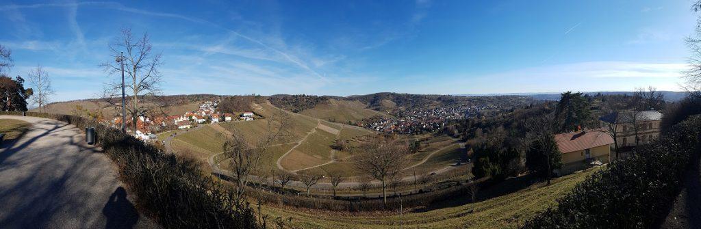 Hier mal ein Panorama-Bild Richtung Uhlbach. Links oben wandern wir weiter Richtung Burg Esslingen!