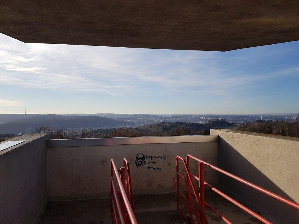 Damit hatten wir wahrhaftig nicht gerechnet. Kennt ihr etwa die Aussichtsplattform Katharinenlinde in Esslingen?