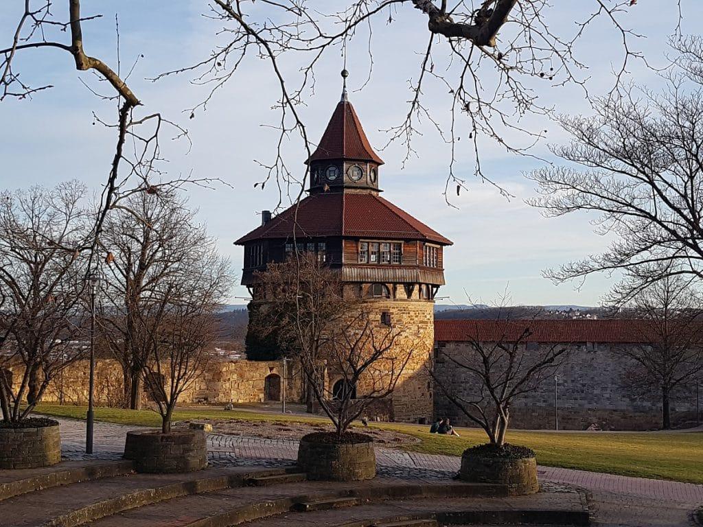 Wer zur Burg Esslingen wandern geht, dem bietet sich im Innenhof dieser imposante Einblick!