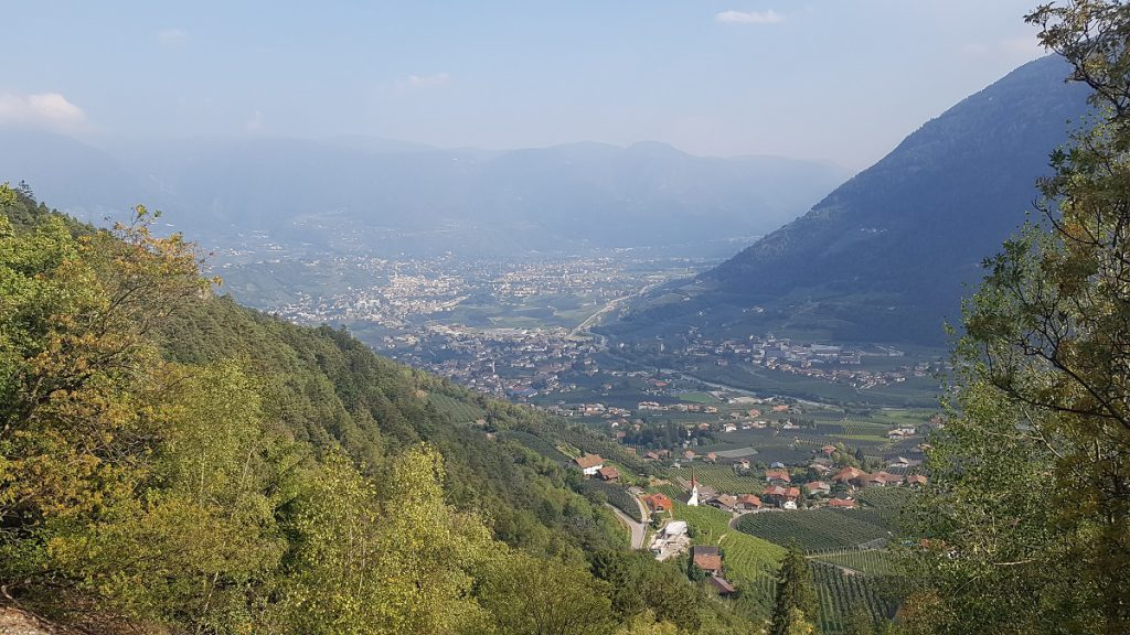 Ein Blick zurück auf Meran. Von dort sind wir mit dem Bus zum Dorf Tirol gefahren!