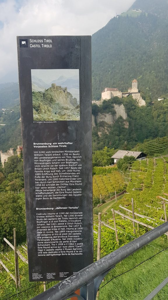 Bereits ab dem Schloß Tirol begrüssen uns die ersten Apfelplantagen, und es werden immer mehr, je mehr wir im Meraner Land unterwegs sind!