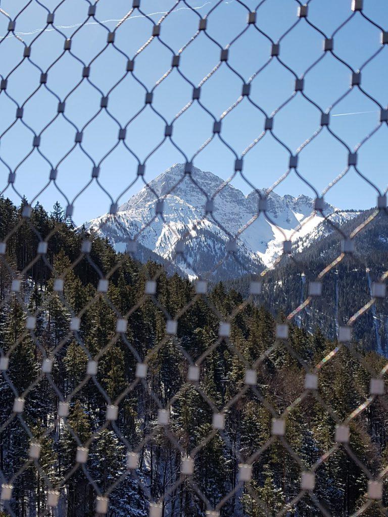 Hinter Gittern: die Bergwelt der Tiroler Alpen!