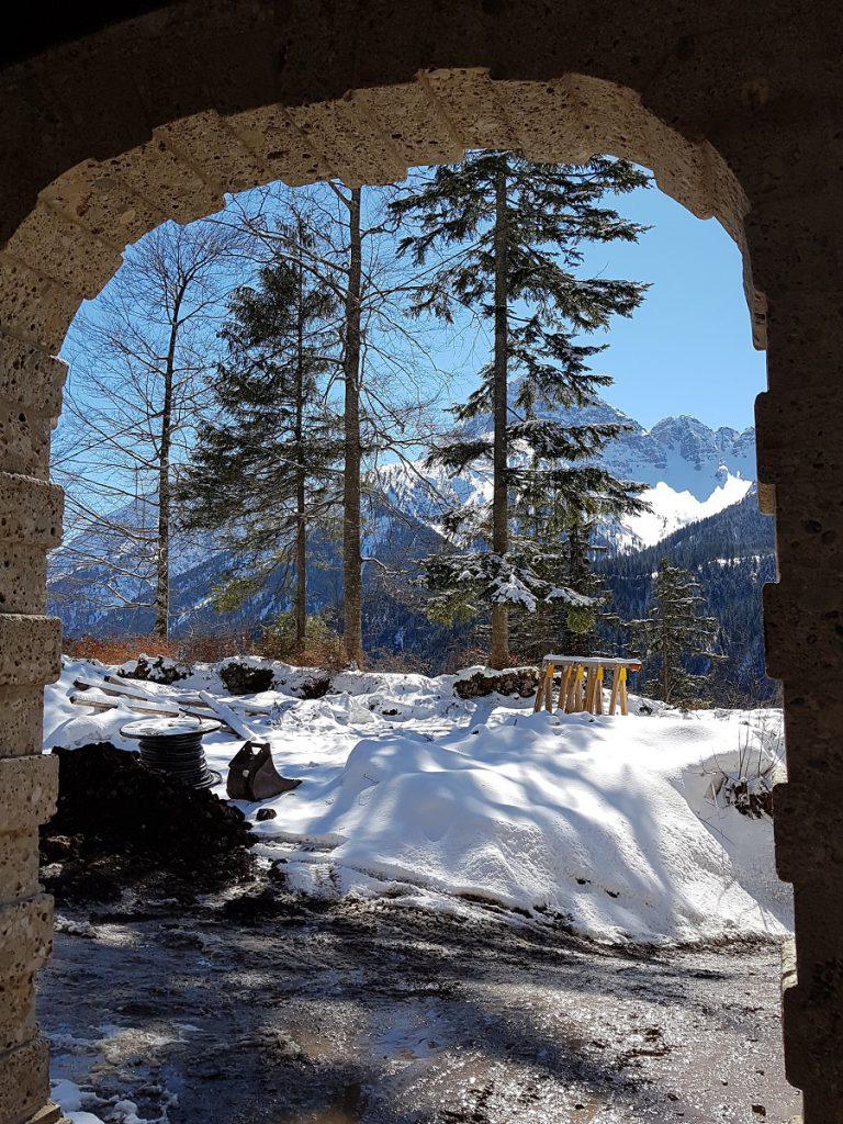 In Reutte wandern eröffnet z.B. auf der Burgruine ganz neue Fotomotive auf die Bergwelt der Alpen!