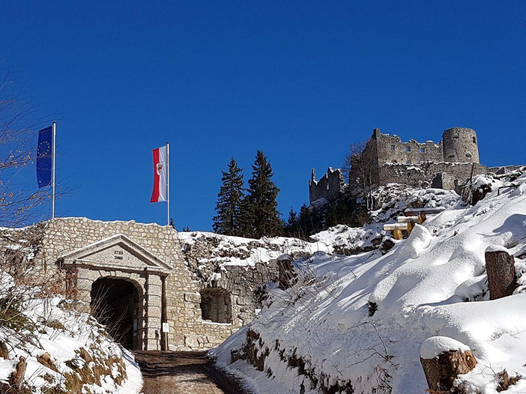 So sieht der Empfang aus, geht ihr in Reutte zur Burg Ehrenberg wandern!