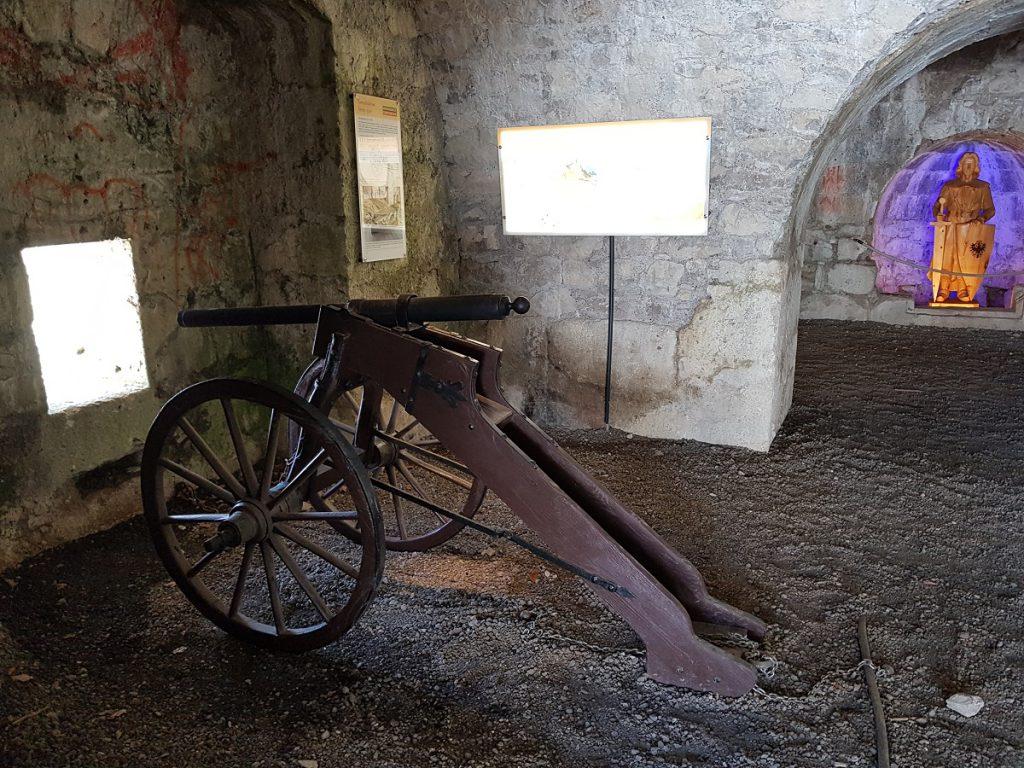 Schön anzuschauen ist die kleine kostenlose Ausstellung der Burg Ehrenberg!