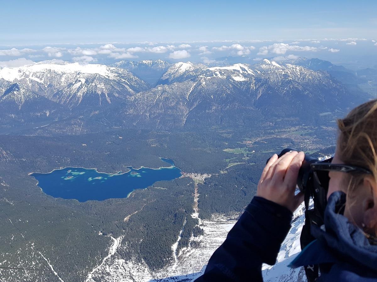Der Eibsee von der Zugspitze bei Garmisch Partenkirchen aus gesehen. Hier findet ihr tolle Erfahrungsberichte!